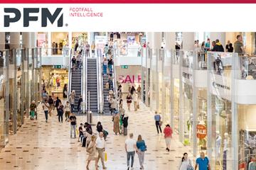 Winkel centrum en mensen winkelend tijdens de eindejaarsdrukte